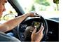 Mladi vozači igraju Angry Birds dok voze!