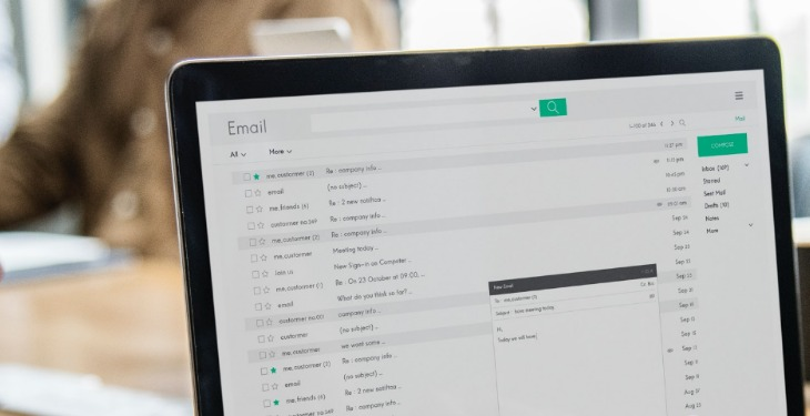 email klijent imejl laptop